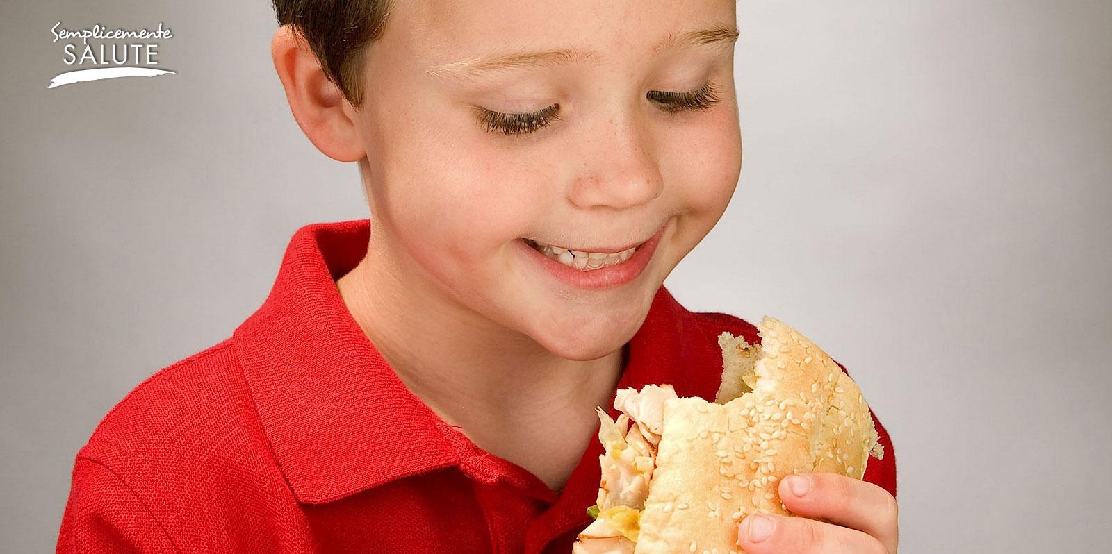 Educare al gusto da piccoli per evitare il sovrappeso da grandi